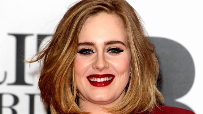 愛黛兒(Adele)只穿比基尼秀「0修圖真實身材」 網驚:認不出來(圖/達志影像)
