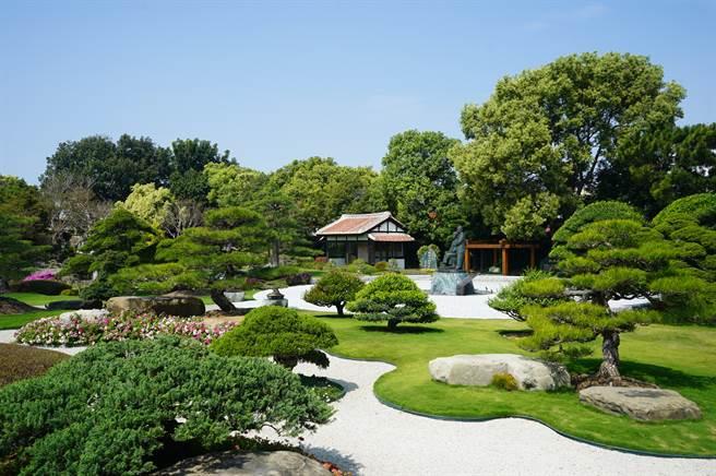 成美文化園有著與日本足立美術館一樣的「枯山水庭」、「白砂青松庭」景點。成美文化園提供