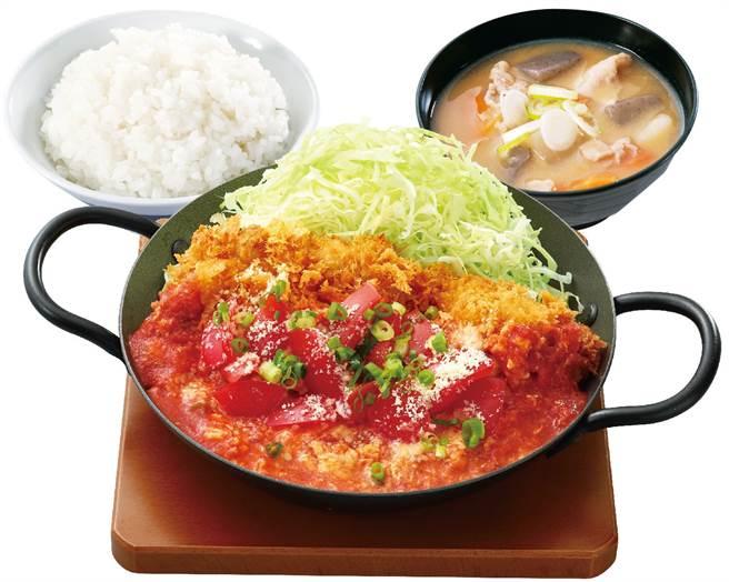 鮮茄滑蛋雞排鍋定食。(圖/品牌提供)
