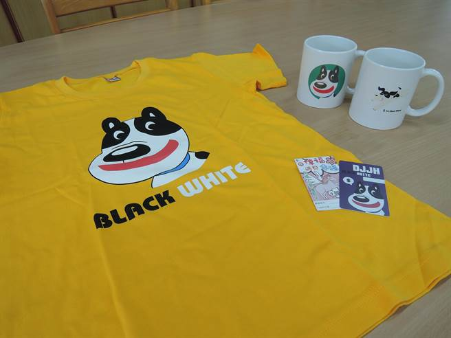 大吉國中過去製作印有校犬「黑白」圖樣的馬克杯、衣服,這次印製的icash卡,也獲學生們青睞。(張毓翎攝)