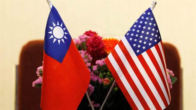 台美關係升溫?學者嘆:這6人一樣進不了美國。圖為台灣與美國國旗。(圖/Brookings Institution)