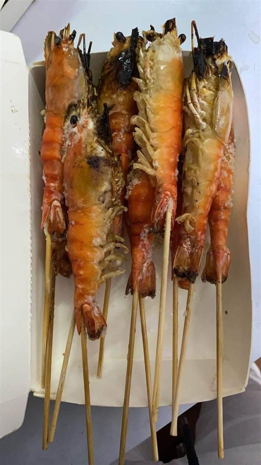 一位民眾在網上抱怨,他賣蝦子被客人嫌重量不對,要求全額退費,沒想到退回來的蝦子ㄧ數後,還少了16隻。(摘自爆怨公社)