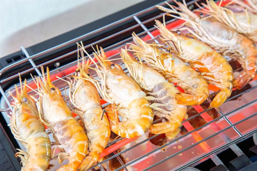 都退費給客人了,連16隻蝦子也要拗,讓原PO大嘆了一口氣。(圖/SHutterstock)