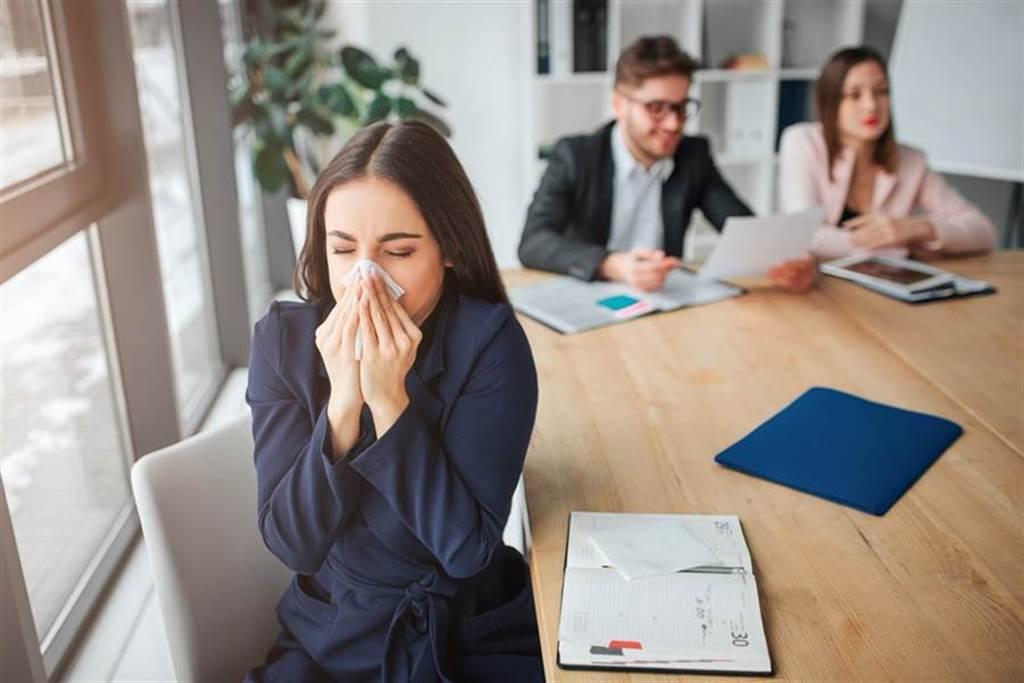 鼻過敏不只發生在秋冬,夏季3個NG行為也會讓病情加重。此為示意圖。(達志影像/shutterstock)
