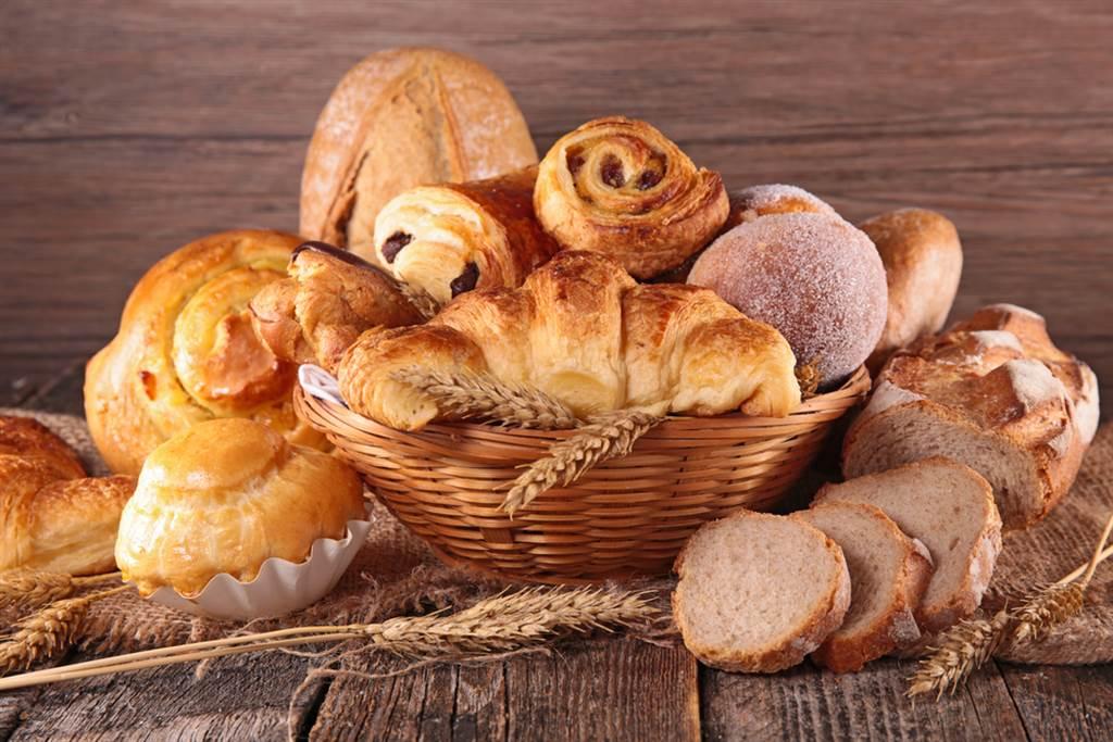 麵包藏爆肥危機,營養師曝5款麵包是地雷,其中可頌吃了像喝5碗油。(示意圖/Shutterstock)