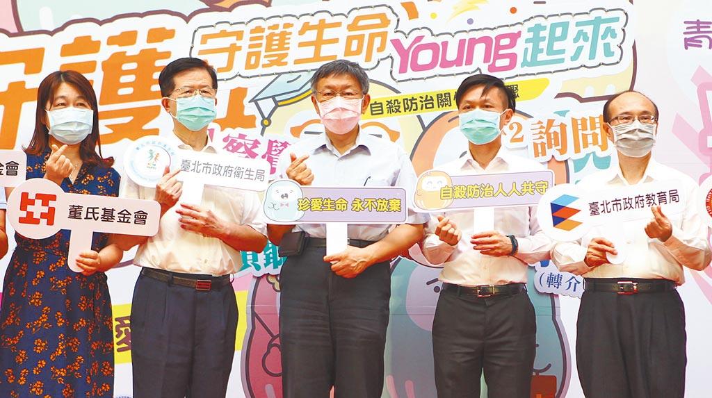 美豬美牛開放進口,台北市長柯文哲(中)昨嗆民進黨「鴨霸」,過去說不可以現在說可以,到現在為止政策都互相矛盾。(張立勳攝)