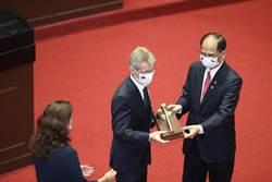 游錫堃批王毅:「天無二日」天朝心態 全球反對