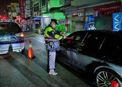 紅燈左轉拒檢逃逸遭逮 辯陽光強沒看到警察遭罰2萬6千8