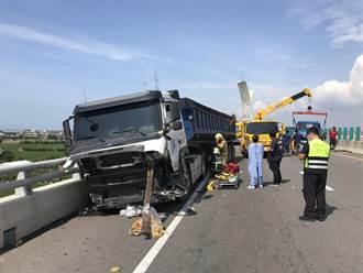 西濱2死3傷重大車禍 2人送醫暫無大礙