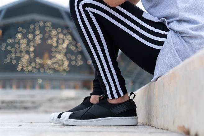 條紋運動褲被日本視為低學歷象徵。(圖/達志提供)