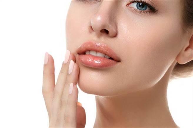 口唇疱疹得過會復發,養成正確生活習慣可擊退此頑疾。此為示意圖。(達志影像/shutterstock)