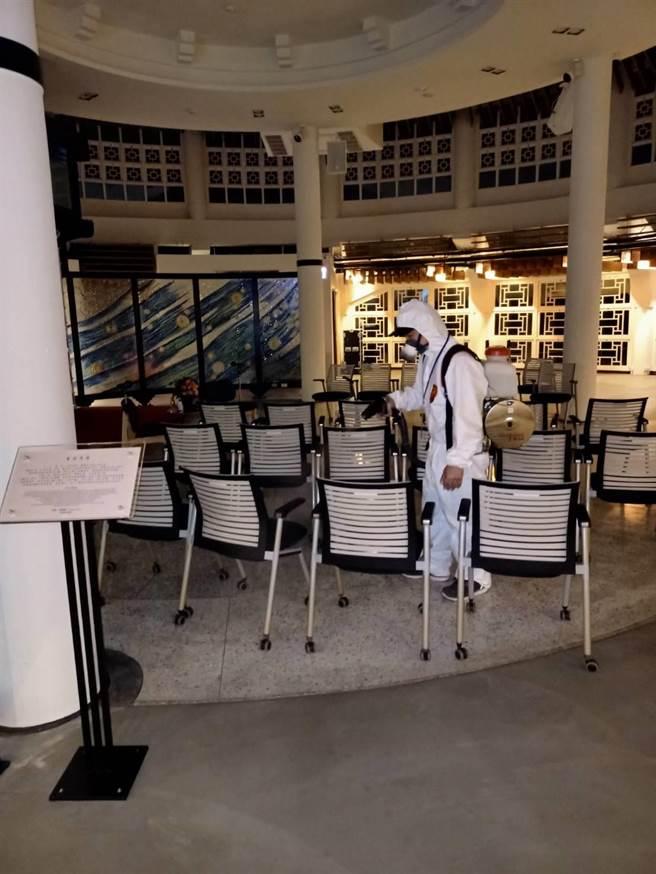 捷克參訪團離開後,台北當代工藝設計分館進行了全館防疫消毒。(台北當代工藝設計分館提供)