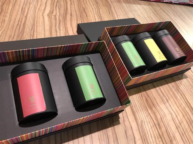 捷克參訪團選購了台灣製的茶葉組合作為伴手禮。(李怡芸攝)