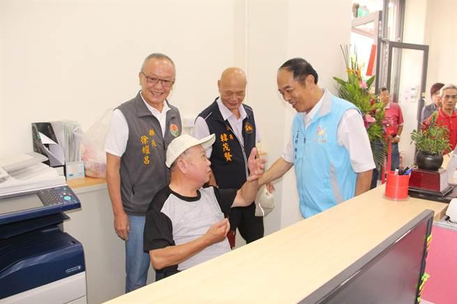 三義鄉公所第二辦公室打造無障礙洽公環境,並以充足人力提供專業服務。(何冠嫻攝)