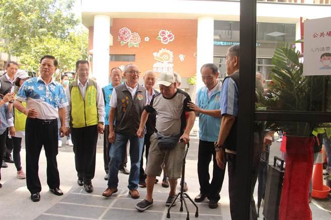 三義鄉公所第二辦公室打造無障礙洽公環境,1樓作為社會福利課使用,方便民眾洽公。(何冠嫻攝)