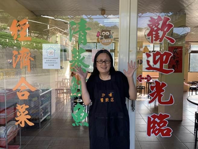 53歲泰雅媽媽張惠美用料理帶大家體驗原住民風情。(黃婉婷攝)