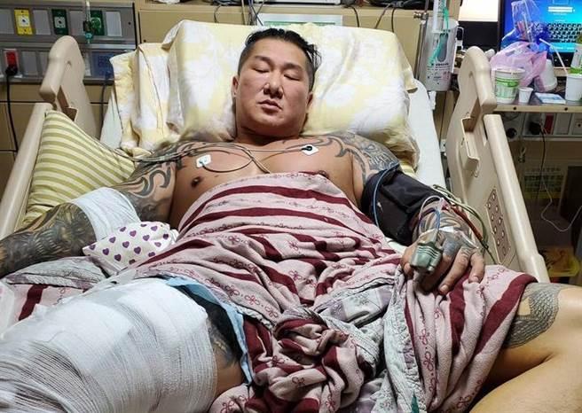網紅「館長」陳之漢8月28日凌晨在自家林口健身館遭到槍擊,中彈第7天,9月3日出院返家休養。(圖/截自館長飆悍臉書)