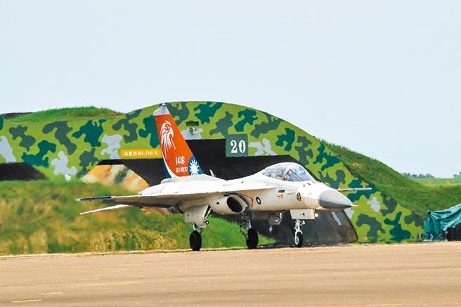 空軍配合新型戰機進駐 多處基地整修提升戰力防護。(本報資料照片)
