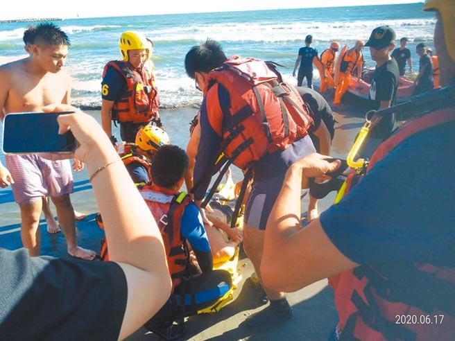 救難隊員每次出勤,等於在跟抓交替的好兄弟爭搶生命。(台南市消防局提供/程炳璋台南傳真)