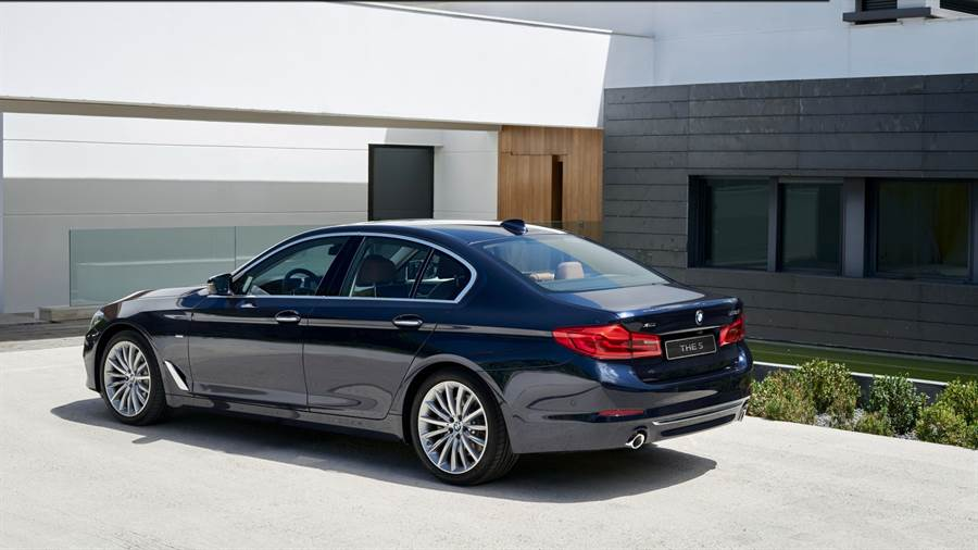 全新BMW 5系列白金旗艦版,本月購車可享五大非凡禮遇與額外現金購車優惠