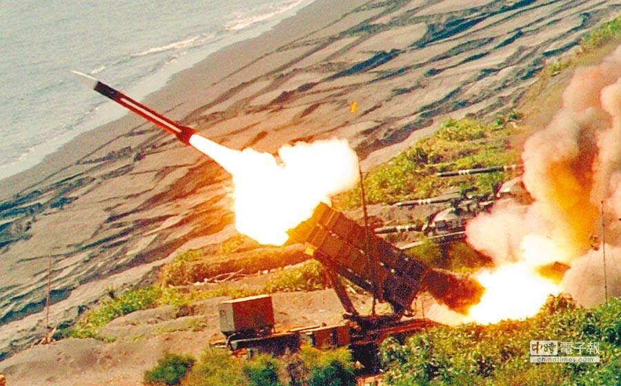 漢光演習期間,國軍試射配備的愛國者飛彈,順利擊中目標。(圖/本報資料照片)