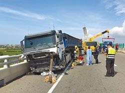 砂石車撞工程車 2清潔工遭斷頭慘死