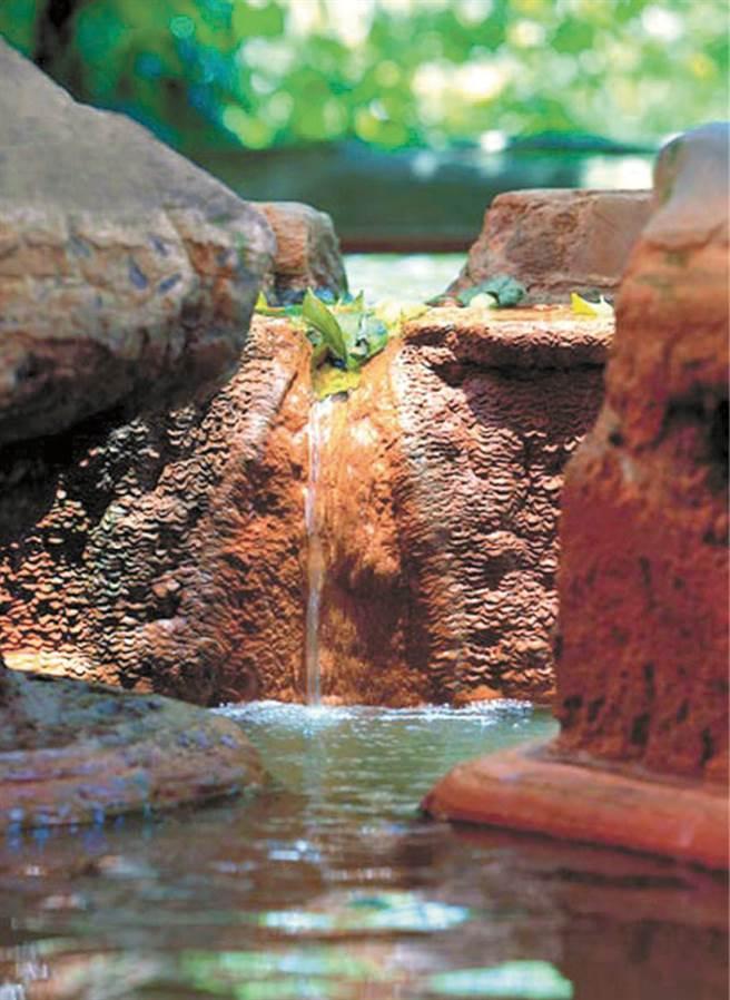 瑞穗溫泉獨特泉質被喻為「黃金湯」,也稱作「生男之泉」。圖為瑞雄溫泉山莊湯屋。(圖/花蓮趣提供)