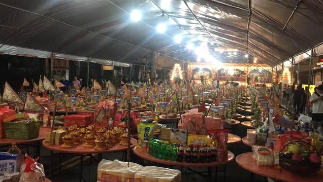 虎尾中元祭分七大區,供品相當豐盛。(周麗蘭攝)