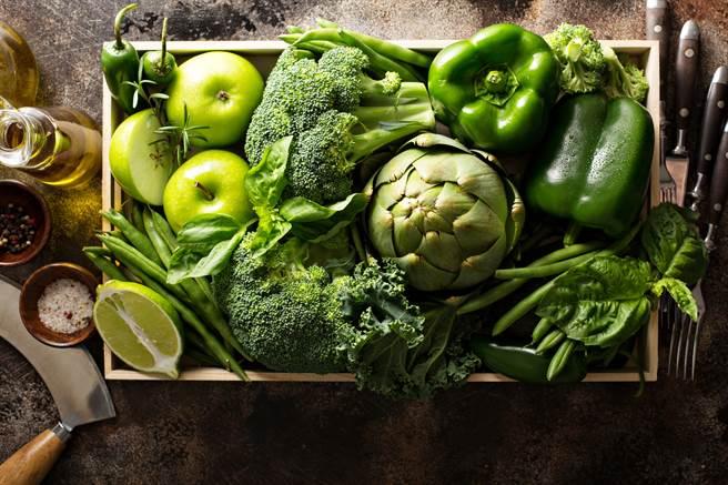 適量食用深綠色蔬菜並不會造成腎功能不良,但應注意深綠色蔬菜富含鉀離子,恐對腎功能不全患者帶來負擔。(示意圖/Shutterstock)