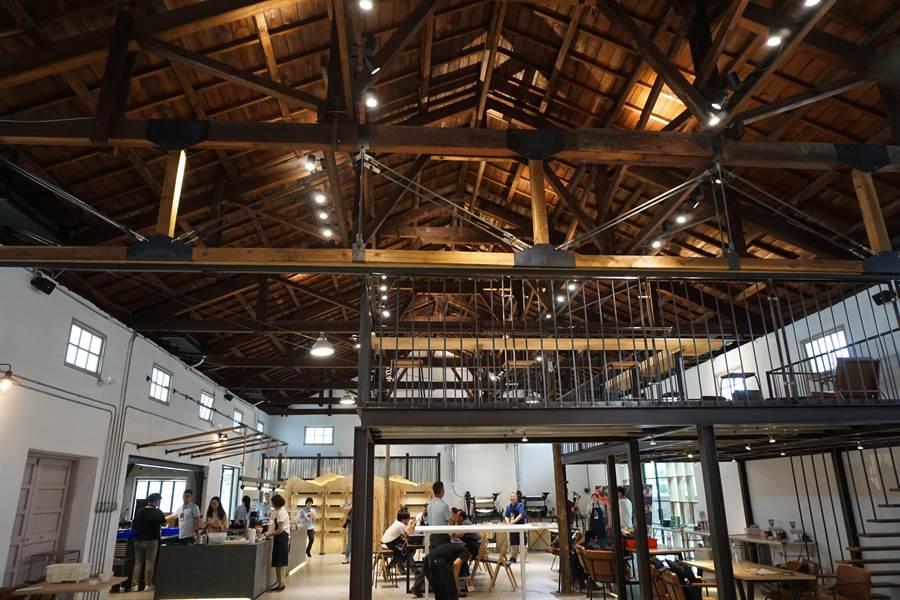 中市農會倉庫變身咖啡館 檜木桁架混搭鐵件濃濃工業風 - 寶島