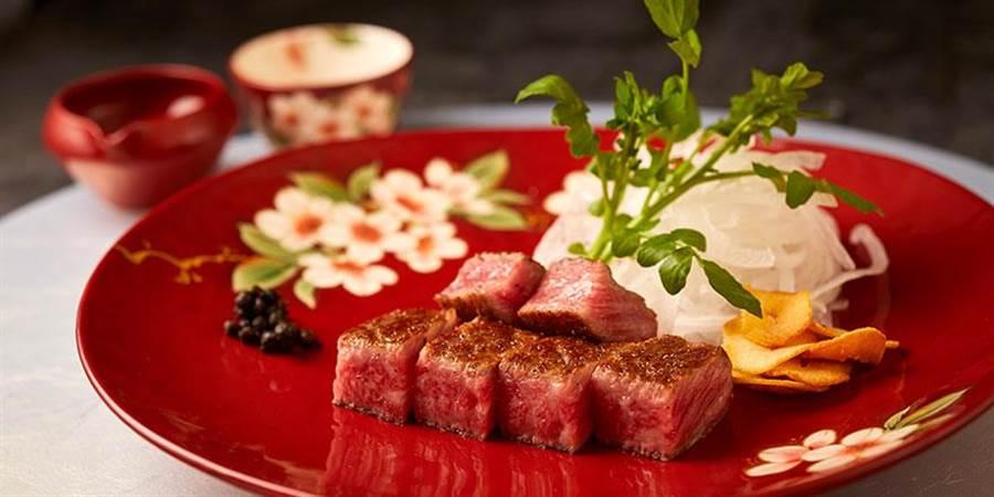 主廚特選的田村牧場和牛,皆純種黑毛和牛,均勻分佈的油花紋理,烹飪後肉和脂肪融合擁有絕美脂味。(摘自The Ukai Taipei官網)
