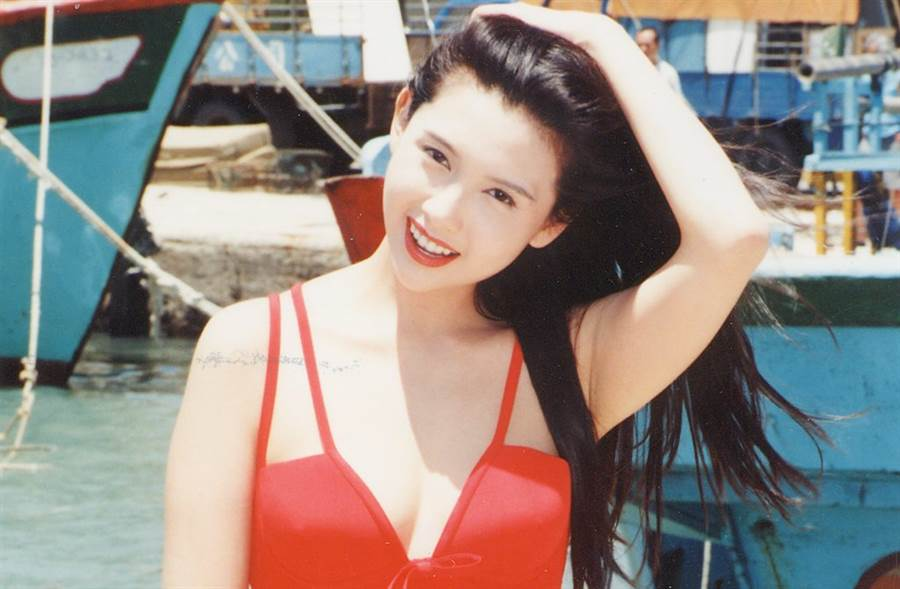 邱淑貞在《賭神2》扮演海棠小姐。(圖/本報系資料照)