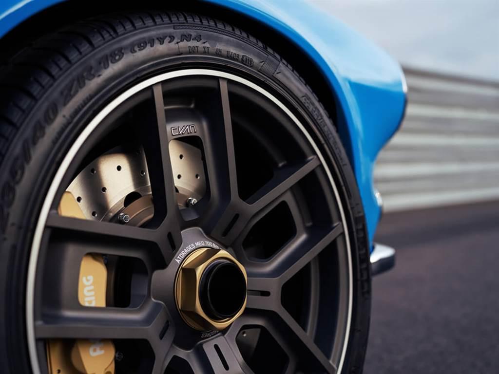 Volvo推出復刻改良版P1800 Cyan 提供賽道與街道兼具的適用性