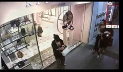 豹紋低胸性感女疑偷竊老手 一中商圈店家爆料