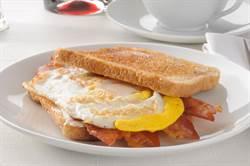 培根蛋吐司成小情侶壞壞暗號 男大生哀嚎:叫我怎麼點早餐啦