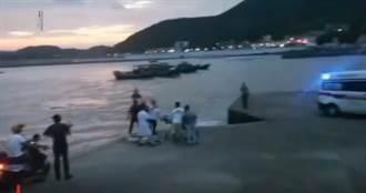 海邊拍婚紗照遭巨浪捲走 「新郎緊抱新娘」還是救不了她