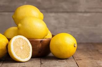 檸檬到底是酸性還鹼性?專業文竟出現「老公的鮮奶」 網友崩潰