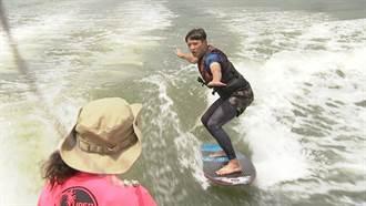 水上活動新選擇!簡至豪爽玩快艇滑水 體驗乘風破浪的極速快感