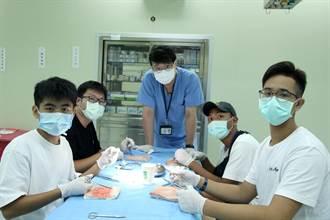 義大辦擬真醫學營 啟發高中生內在潛能