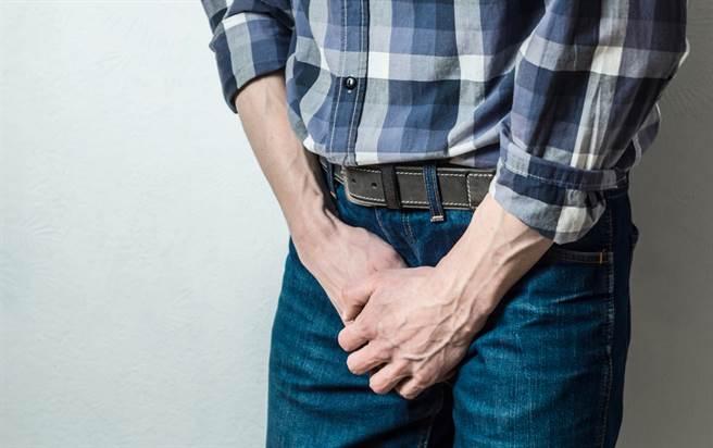 精液帶血、黃黃的?醫曝原因提醒:1狀況要注意。(示意圖/Shutterstock)