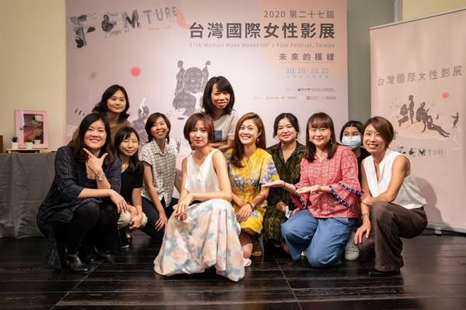 9m88與台灣競賽入圍導演合影留念。(女影提供)