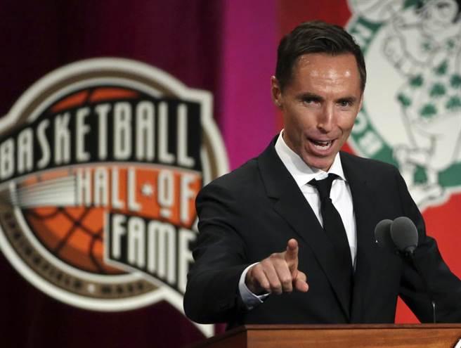 籃網意外選擇了沒有任何NBA教練經歷的納許出任總教練。(美聯社)