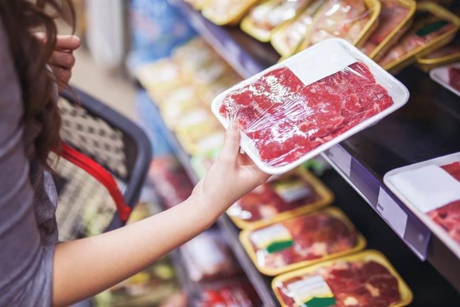 政府同意美方把瘦肉精豬肉賣給台灣,在食安的標準上,台灣人淪為「三等公民」。此為示意圖。(達志影像/shutterstock)