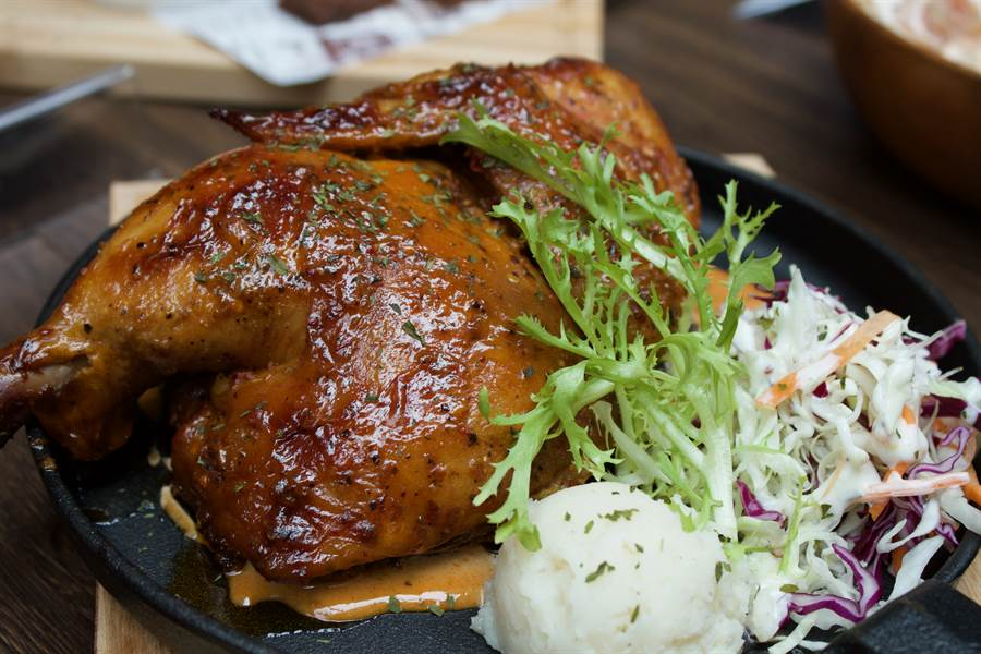阿拉巴馬白醬烤半雞。(圖/品牌提供)