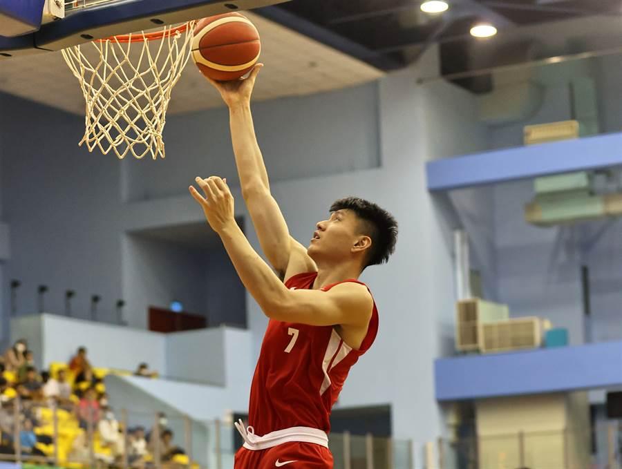台銀中鋒林郅為3日貢獻14分、14籃板。(中華籃協提供)