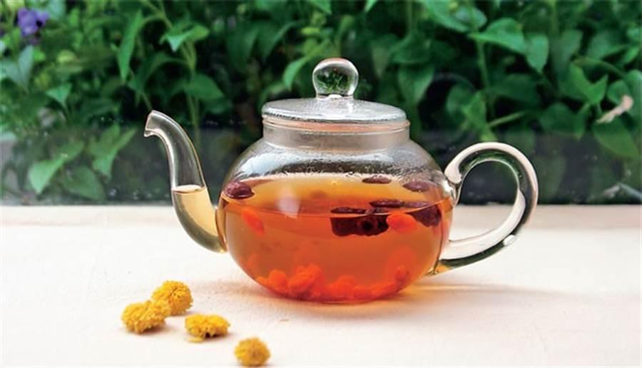「青草茶」虛寒體質不適宜 醫盤點8種常見中藥茶飲不NG服用法 - 生活