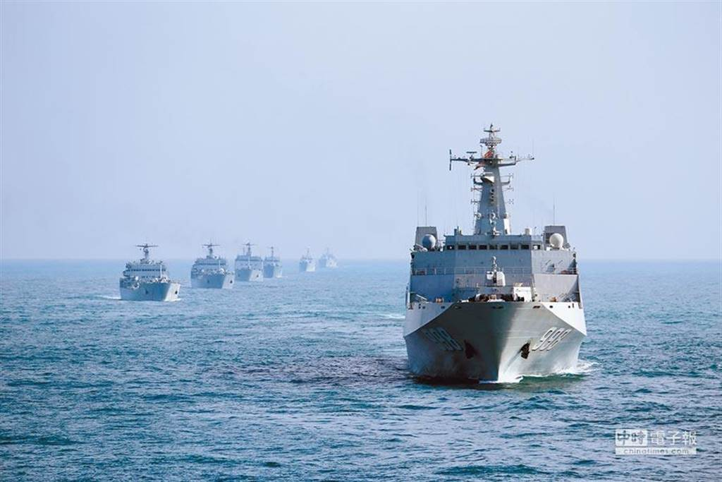 解放軍南海艦隊編隊出海訓練的資料照片。(圖/中新社)