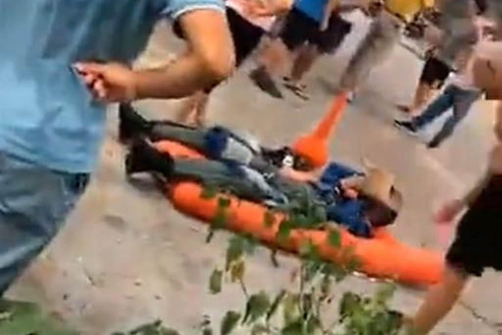 大陸戰機墜毀,飛行員跳傘逃生。(圖/微博@戰忽局首席發言人)