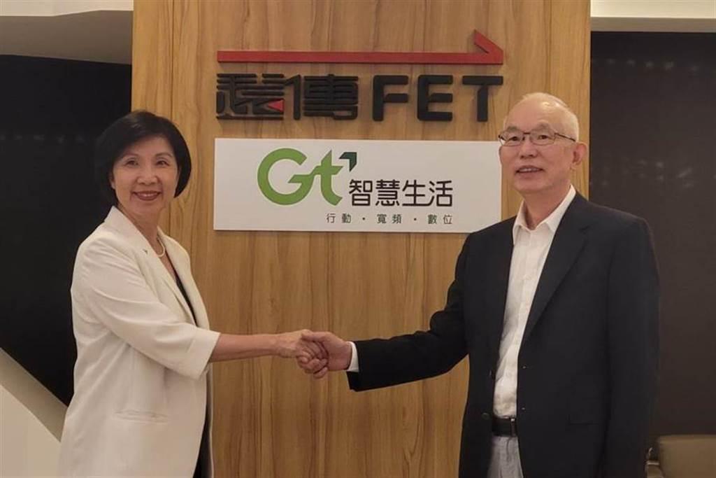 遠傳電信總經理井琪(左)與亞太電信總經理黃南仁(右)。(黃琮淵攝)