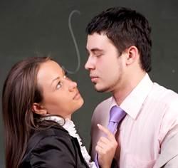 「你那裏比我老公大!」熟女老師偷吃鮮肉學生 私傳鹹濕簡訊曝光了